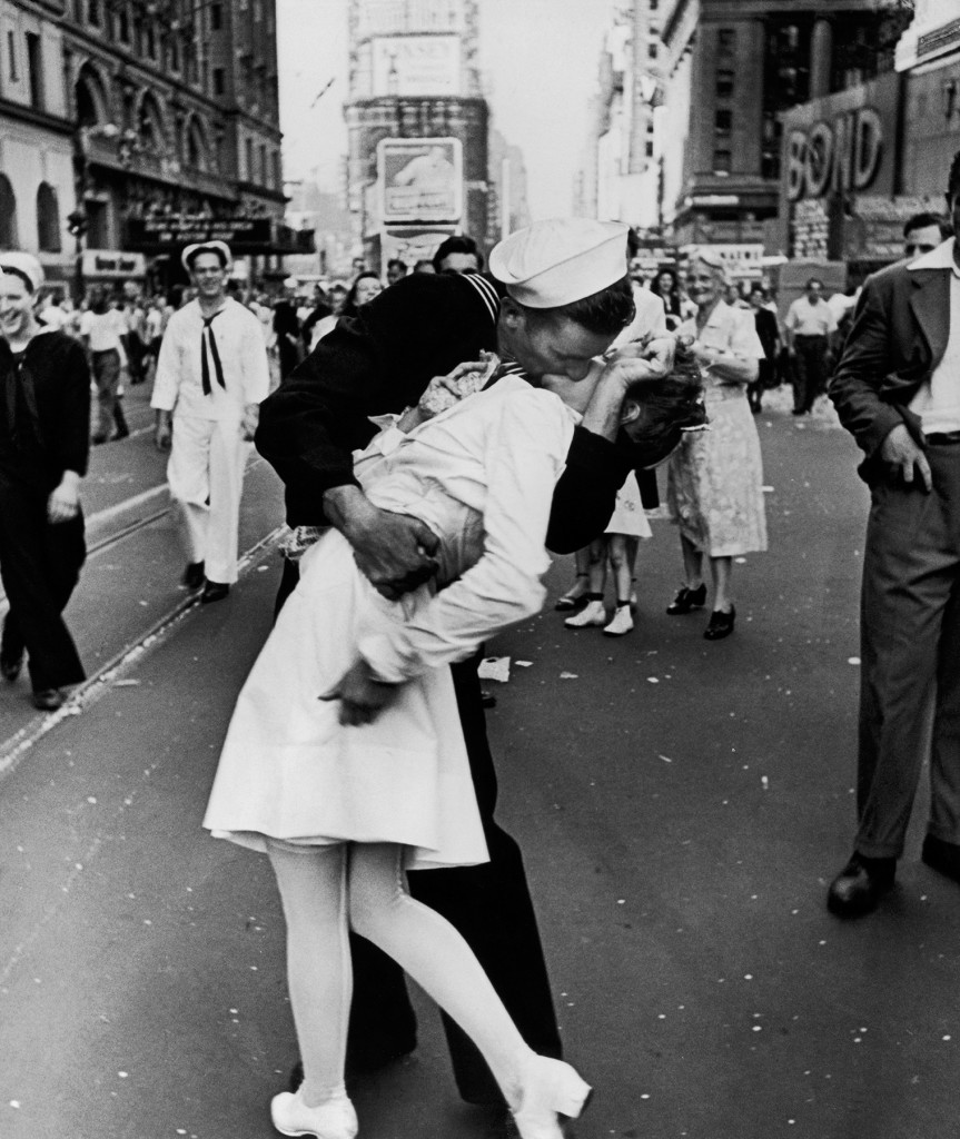 Iconic photo of couple kissing in Times Square after the war has ended